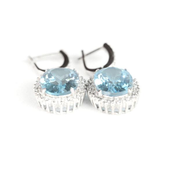 Сережки – підвіска на англійскому замку, великий овальний блакитний топаз в обрамлені фіанітів фото 2