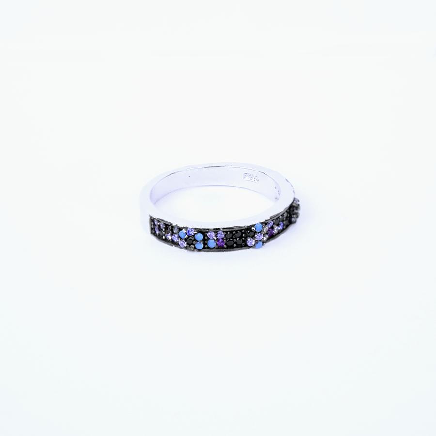 Серебряная кольцо, дорожки украшены разноцветными фианитами